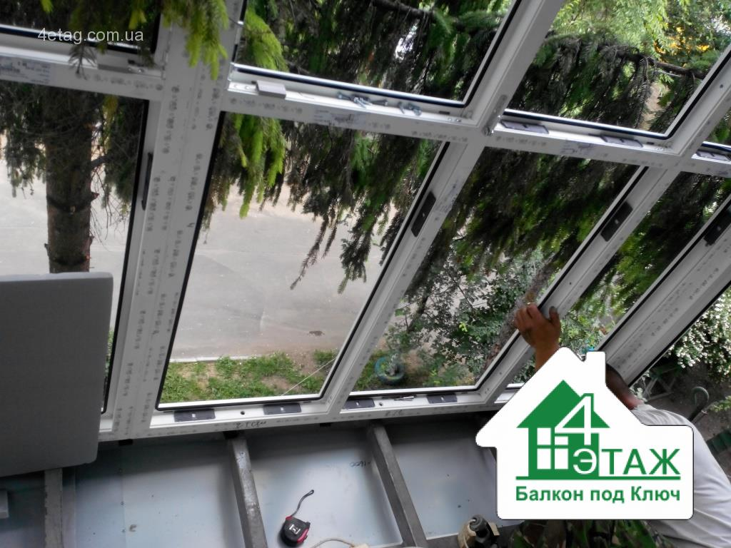 Расширение балкона. многофункциональный вынос по полу..